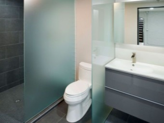 Separation of bathroom glass partitions