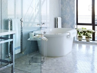 Transparent walls for bathrooms