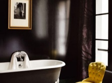 Brown bath in combination with the yellow accessories