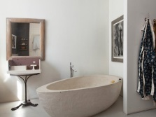 An interesting bath form minimalism style