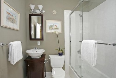 Color combining for a small bathroom