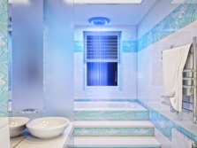 Bright shades of blue in the bathroom