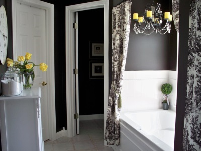 gray bathroom with yellow flowers