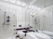 The increase in small baths with the help of mirrors
