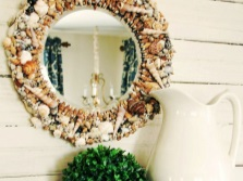 Mirror with seashells - Bathroom in a marine style
