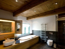 The richness of the wooden structure of the bathroom