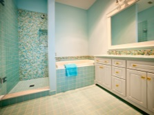Turquoise finish in the bathroom