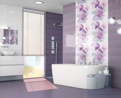 Beautiful purple bathtub in the bathroom