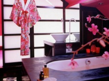 Bathroom in the Japanese style - bright colors