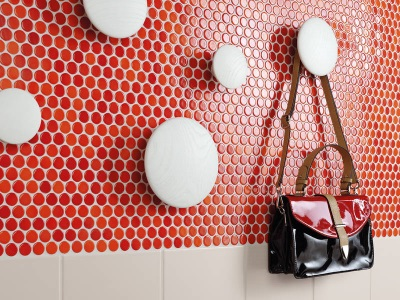 Mosaic red in the bathroom