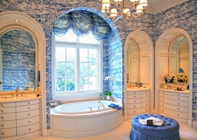 Beautiful bathroom in the style of Provence