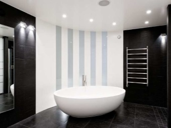 Black walls in the bathroom