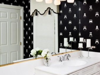 Placing mirrors in the bathroom black