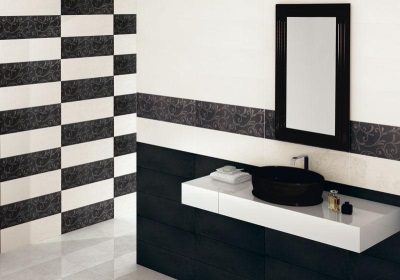 Horizontal black tiles in the bathroom