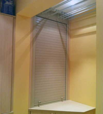 Mechanical shutters in the bathroom