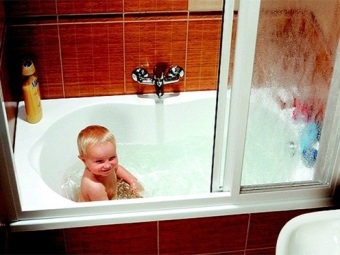 The child in the bath for a curtain