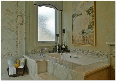 Tile , mosaic and natural stone in the design of the bathroom