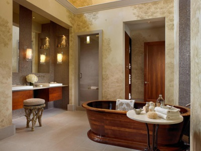 The wooden bathtub in the bathroom