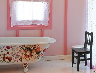 Bath decorated with decoupage technique