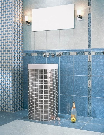 Bathroom blue with silver