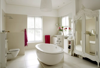 accents in white bathroom