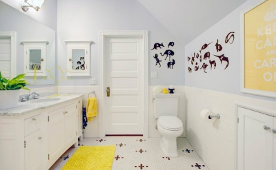 Yellow bathroom accessories