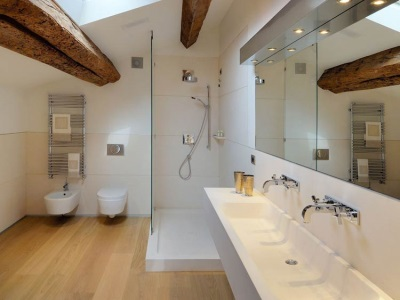 combined bathroom