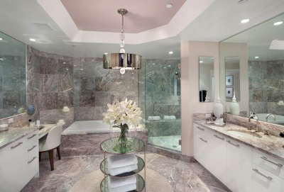 Combined bathroom with marble finish
