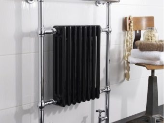 Lower water towel warmer with a radiator