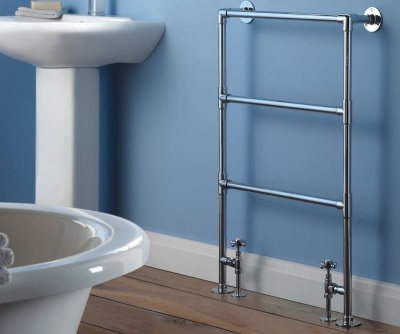Water outdoor heated towel rail made ​​of stainless steel with three rungs under the towel