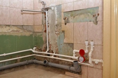 Replacement of pipes in the bathroom with their hands