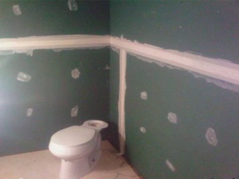 Decorating the walls of plasterboard in the bathroom