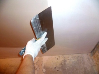 Finishing the ceiling plasterboard