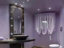 Ceiling and spot lighting in the bathroom