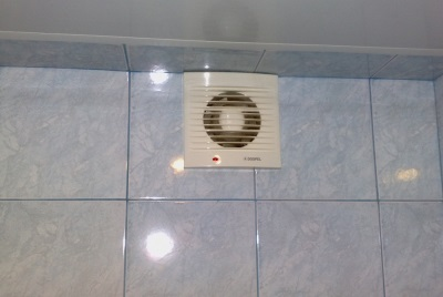 the fan in the bathroom