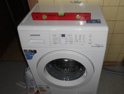 Proper installation of the washing machine on a level