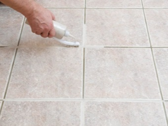 Cleaning of joints and seams between the tiles in the bathroom