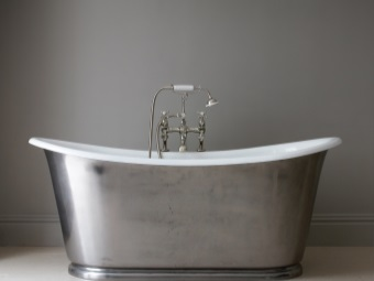 Iron cast iron bath