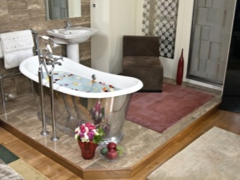 Installed iron bath