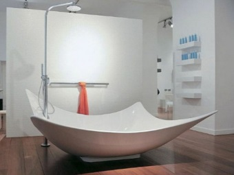 Custom shaped bathtub - the volume of water for her