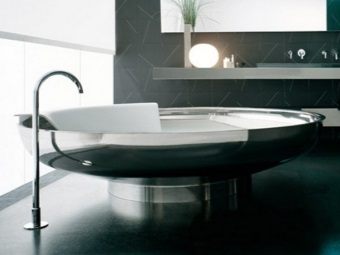 Round bath and its form