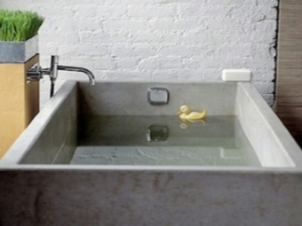 Square bath made ​​of artificial stone