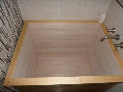 Wooden square tub