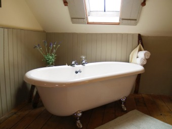 Freestanding tubs on legs