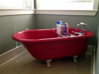 Freestanding bathtub on legs
