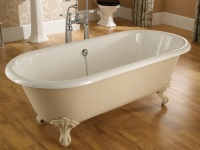 How to install a bath on legs ?