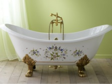 Bath made ​​of cast iron in classic style