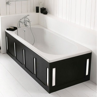Bath made ​​of cast iron with enamel enriched with silver ions