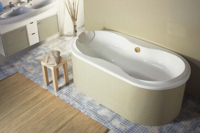Wall-standing acrylic bathtub