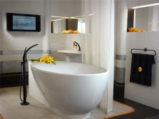 Freestanding acrylic bathtub